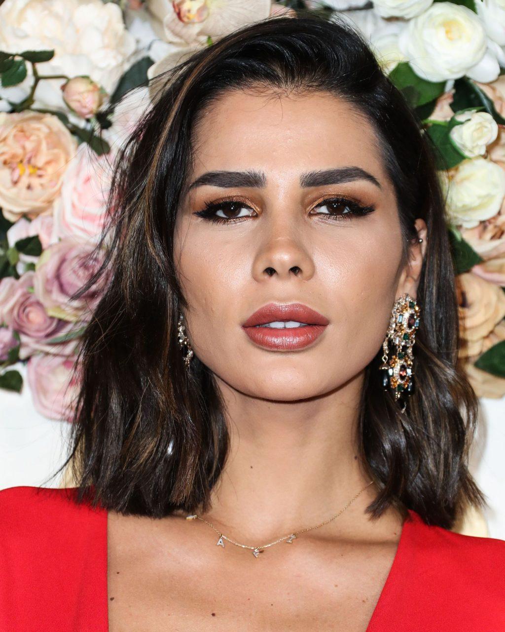 Farah Aziz Sexy (12 Photos)
