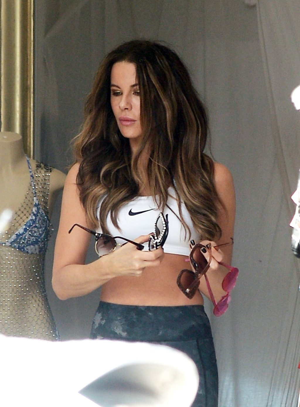 Kate Beckinsale Sexy (28 Photos)