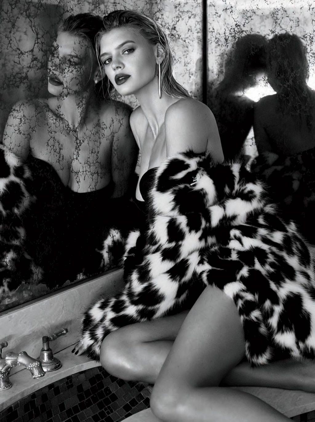 Kelly Rohrbach Sexy (9 Photos)