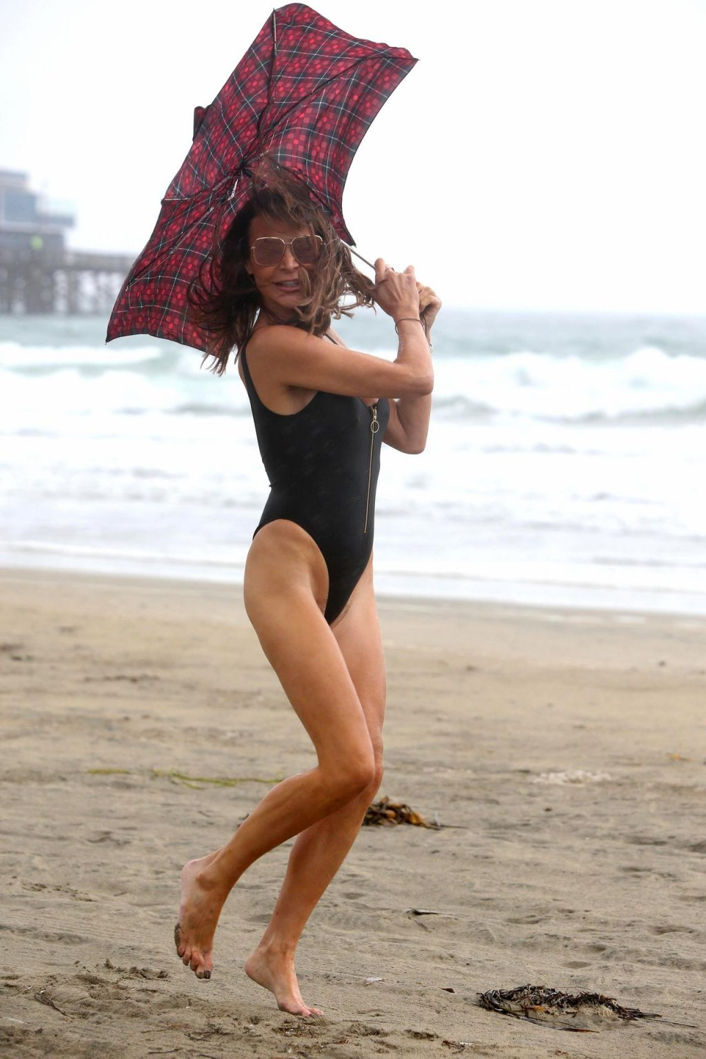 Lizzie Cundy Sexy (32 New Photos)