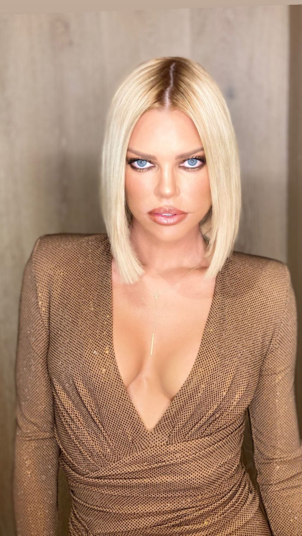 Sophie Monk Sexy (19 Photos + Video)
