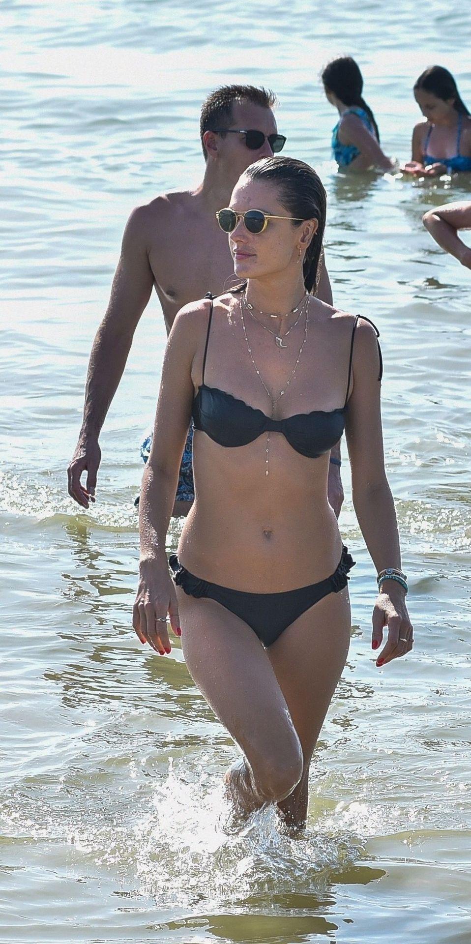 Alessandra Ambrosio Hot (62 Photos)