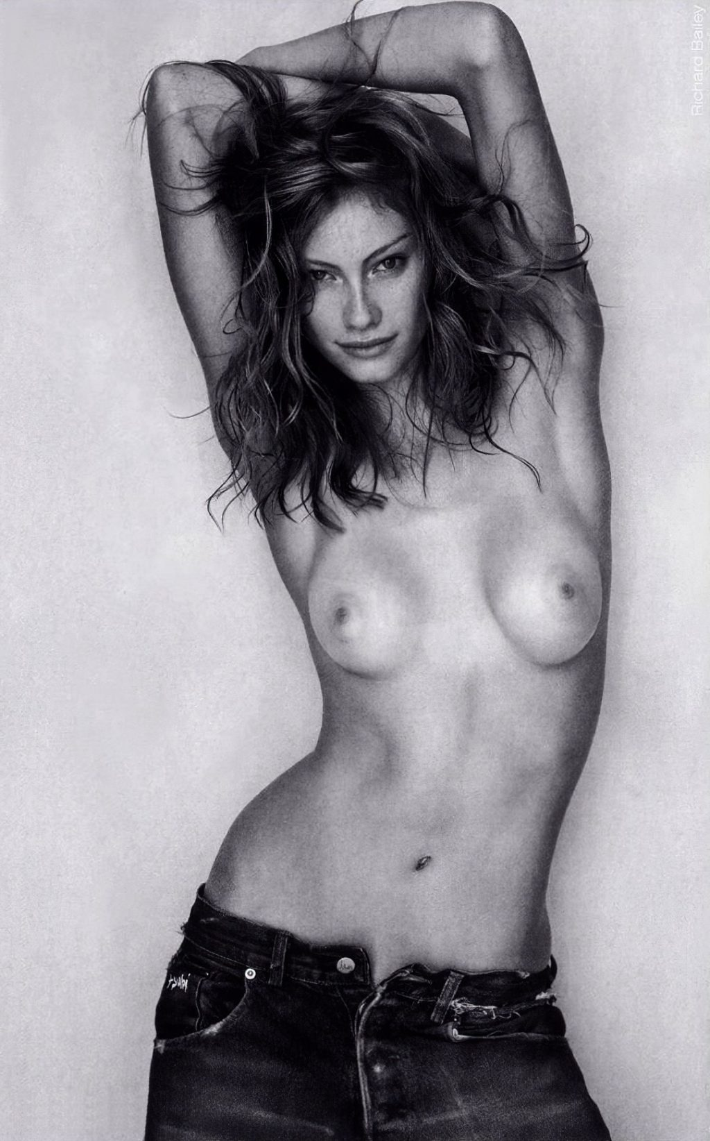 Alyssa Sutherland Nude & Sexy (28 Photos)