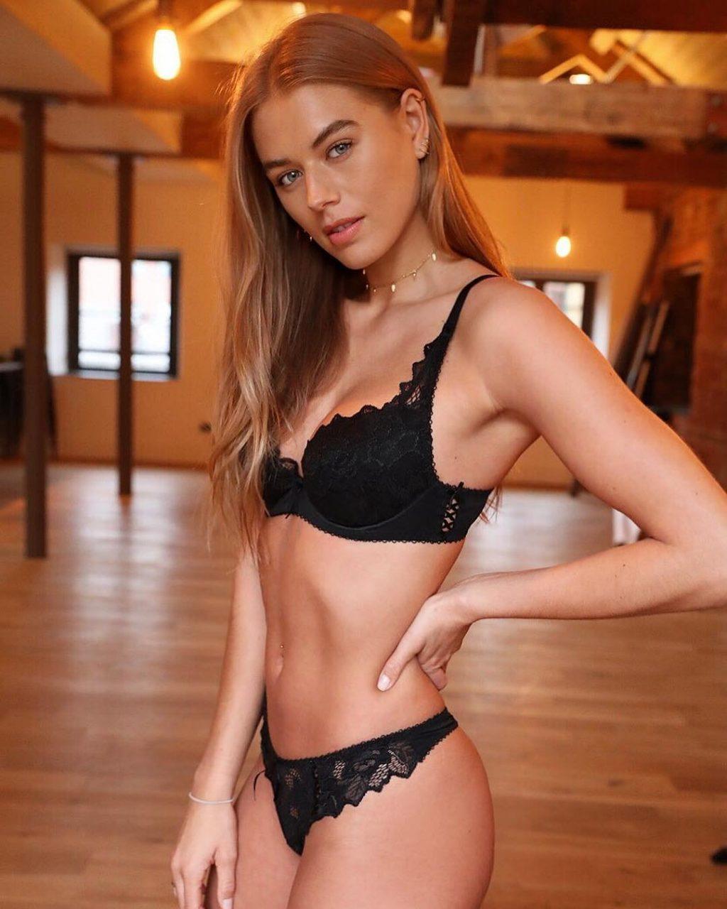 Arabella Chi Sexy & Topless (12 Photos)