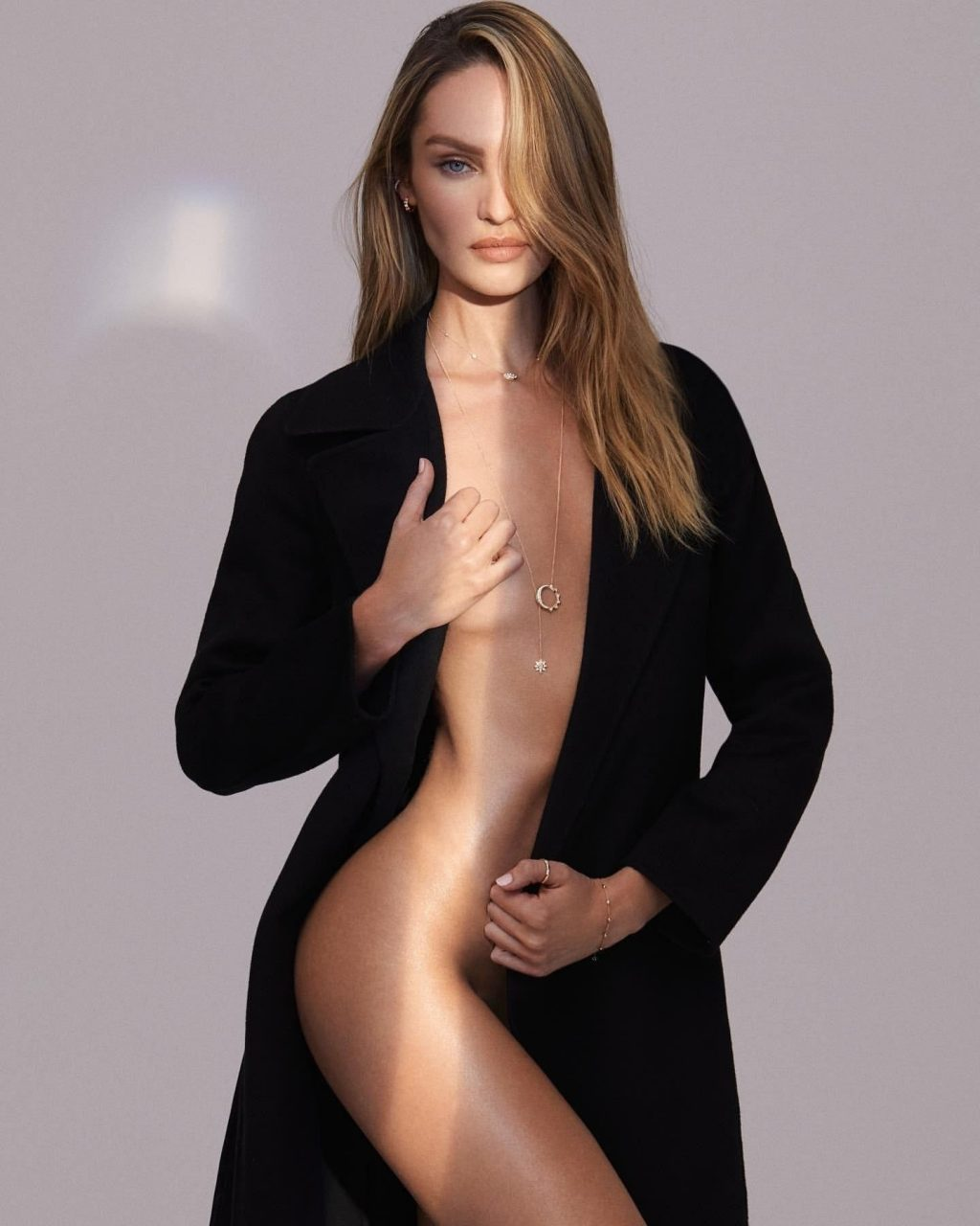 Candice Swanepoel Sexy & Topless (5 Photos)
