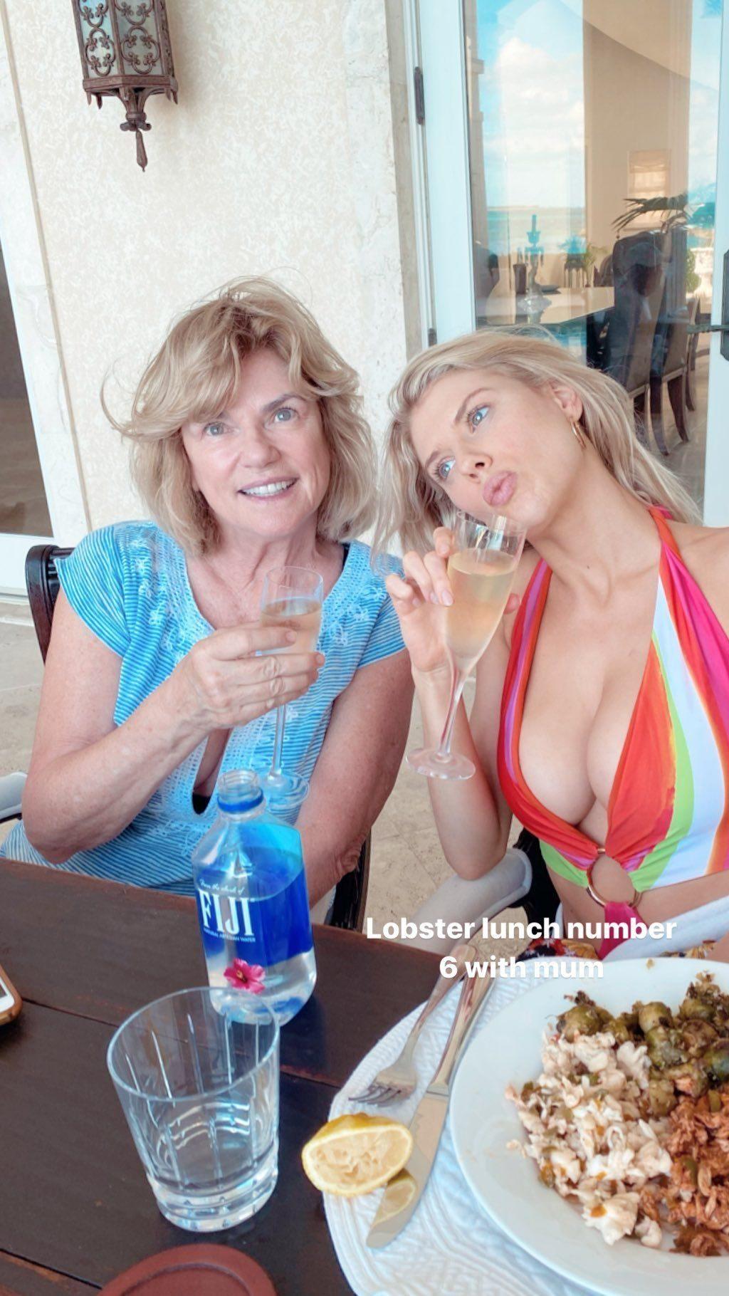 Charlotte McKinney (5 Sexy Photos)