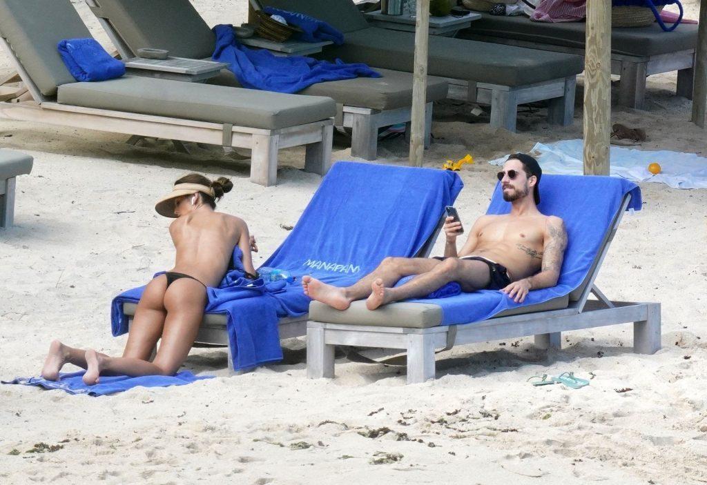 Izabel Goulart Sexy & Topless (33 Photos)