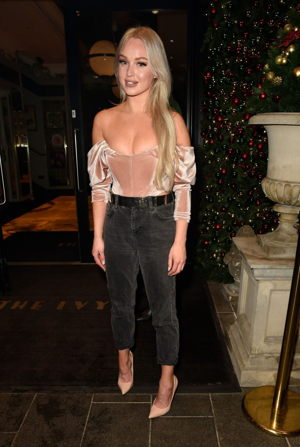 Jorgie Porter Sexy (21 Photos)