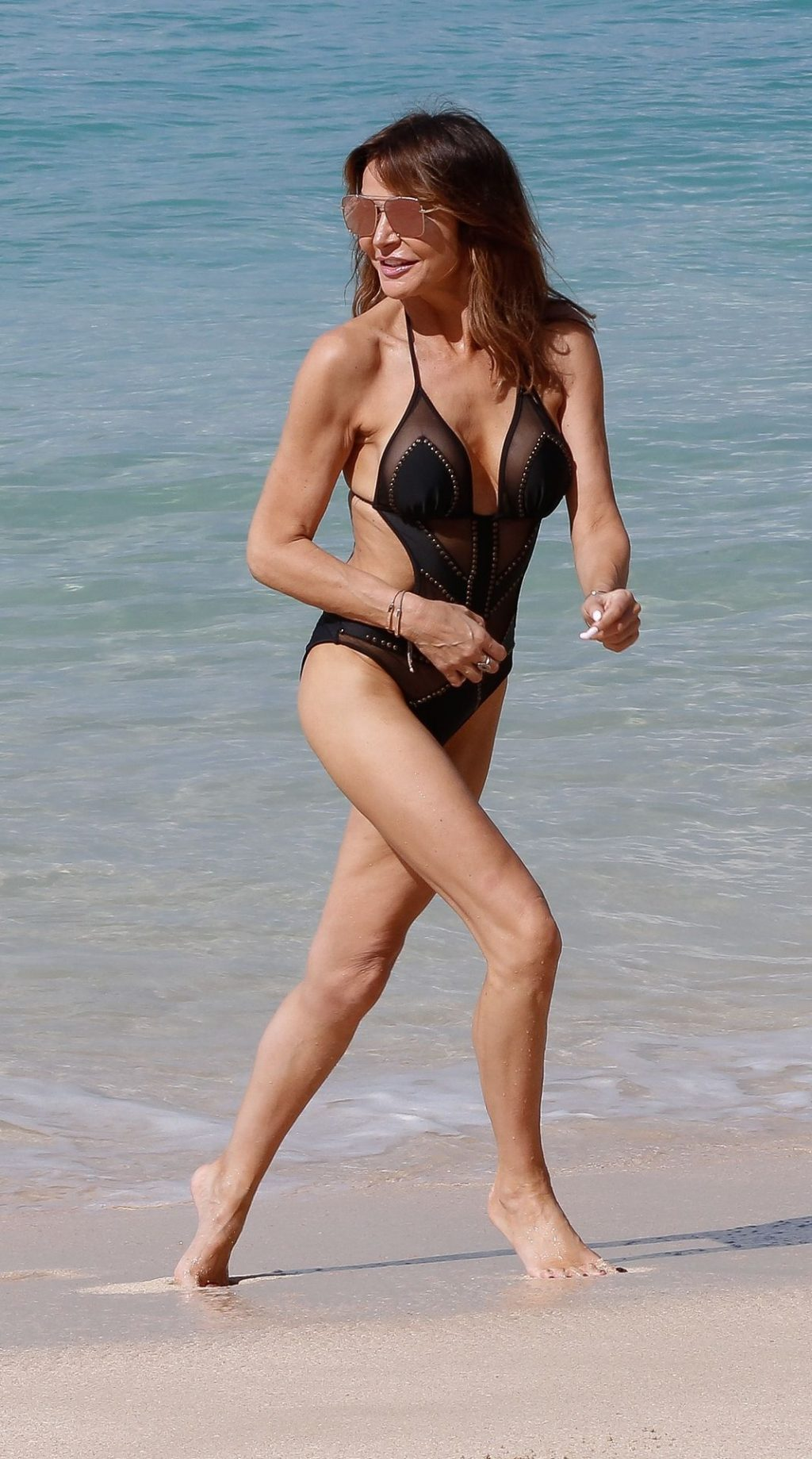 Lizzie Cundy Sexy (19 Photos)