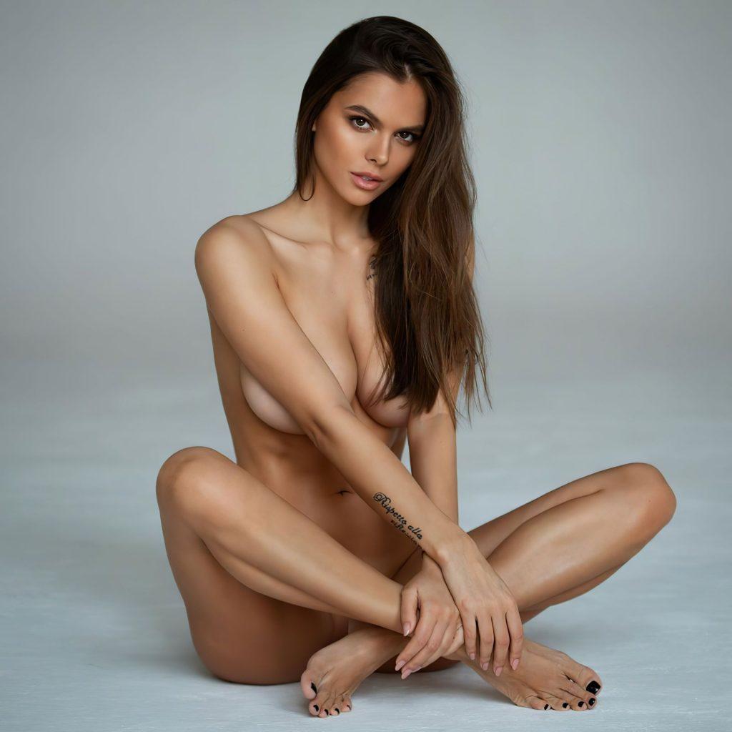 Viki Odintcova Nude (2 New Photos)