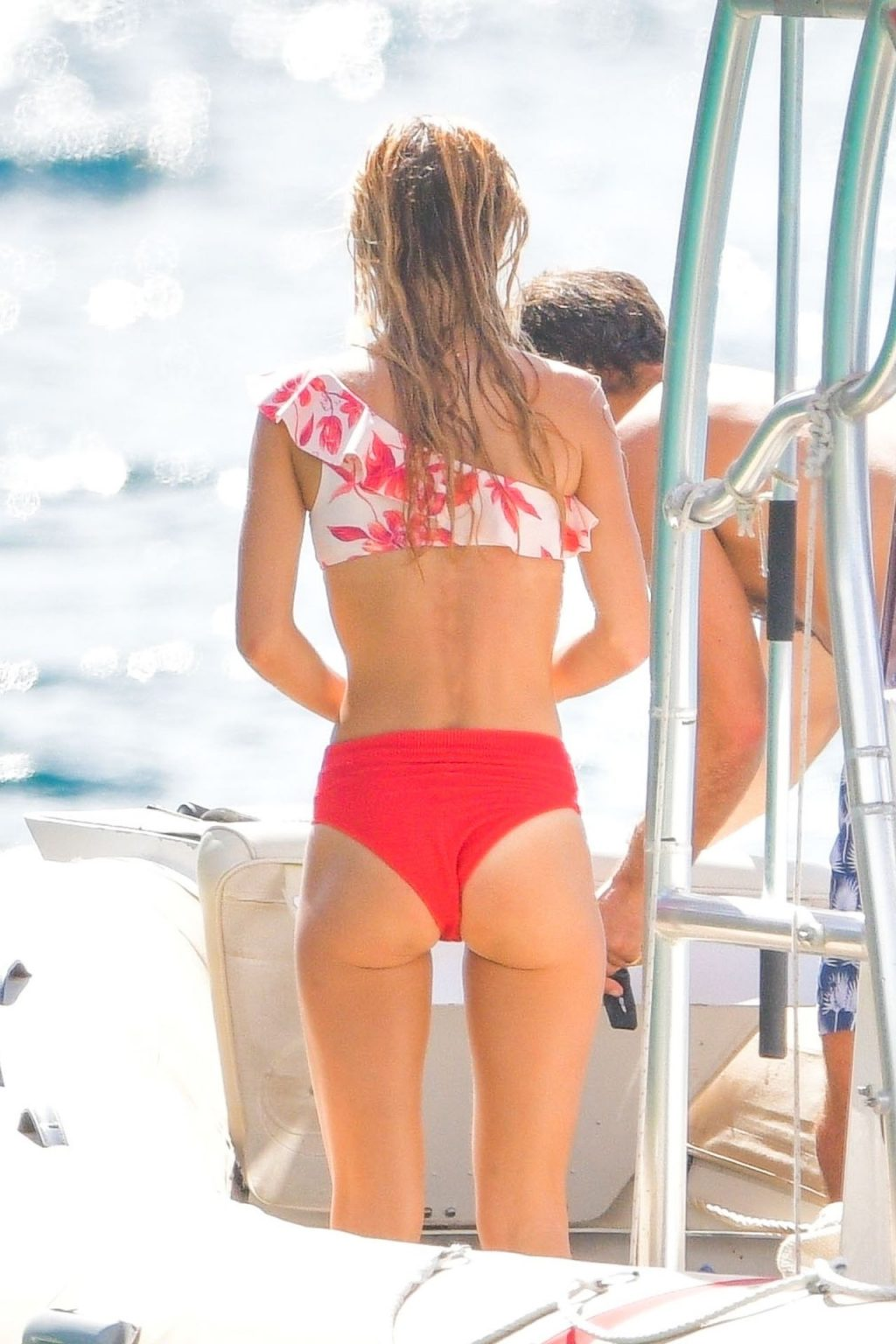 Alizée Thevenet Sexy (91 Photos)