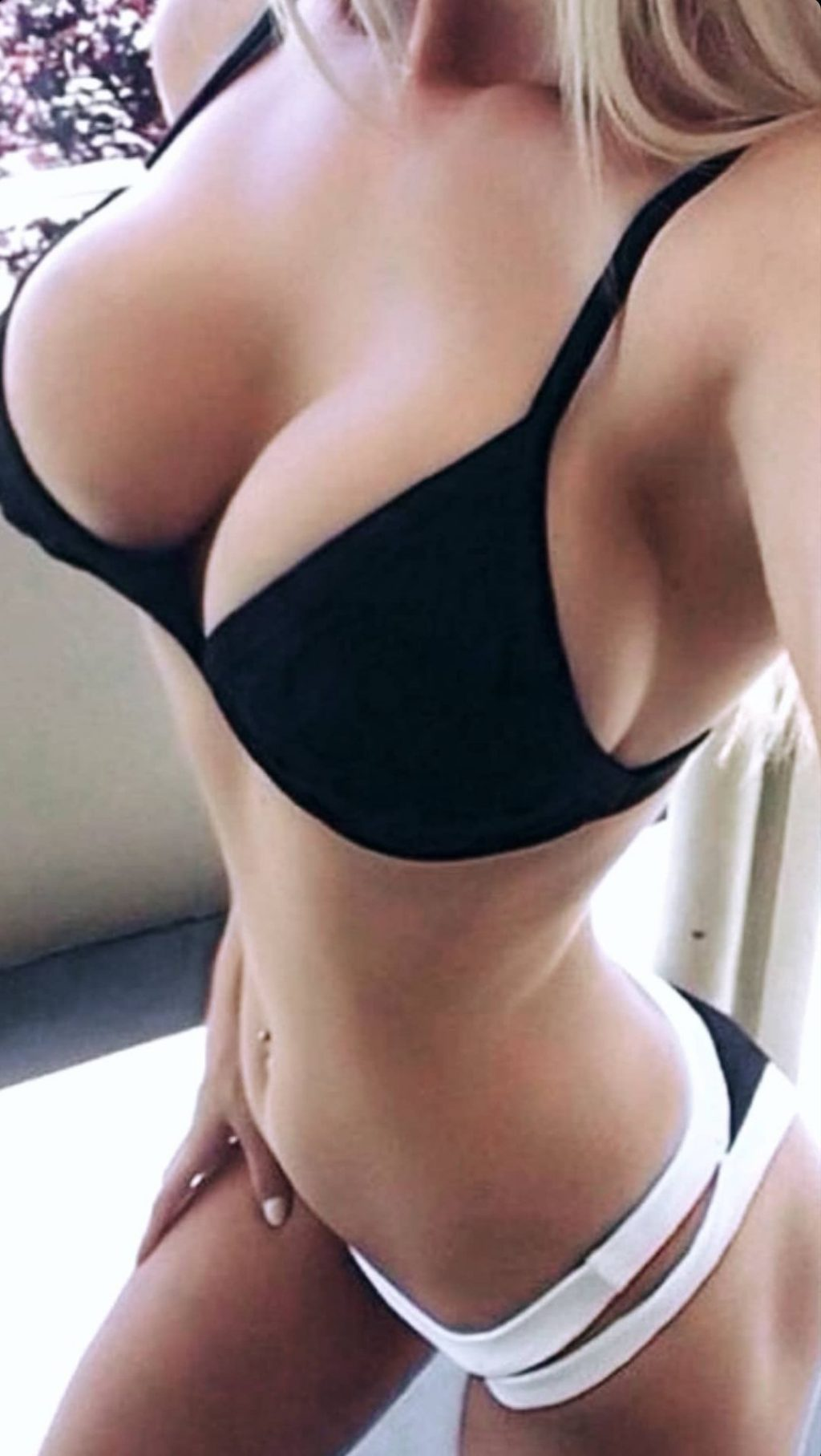 Ava Karabatić Nude & Sexy Leaked (21 Photos)