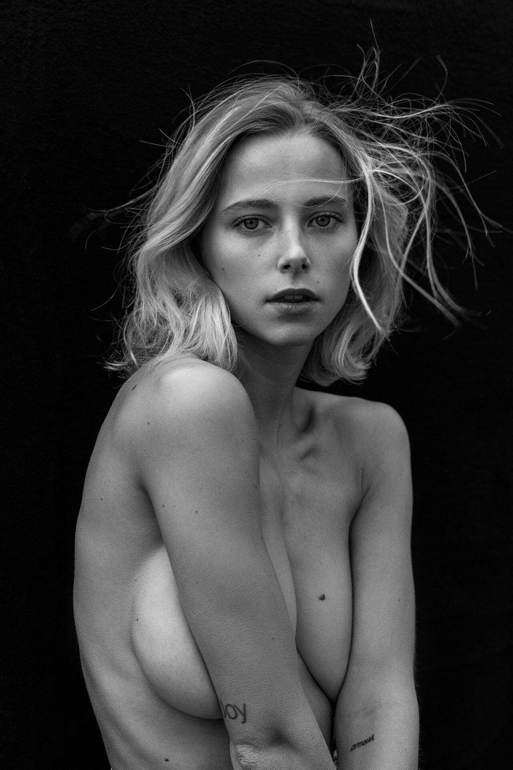 Coline Aulagnier Nude & Sexy (11 Photos)