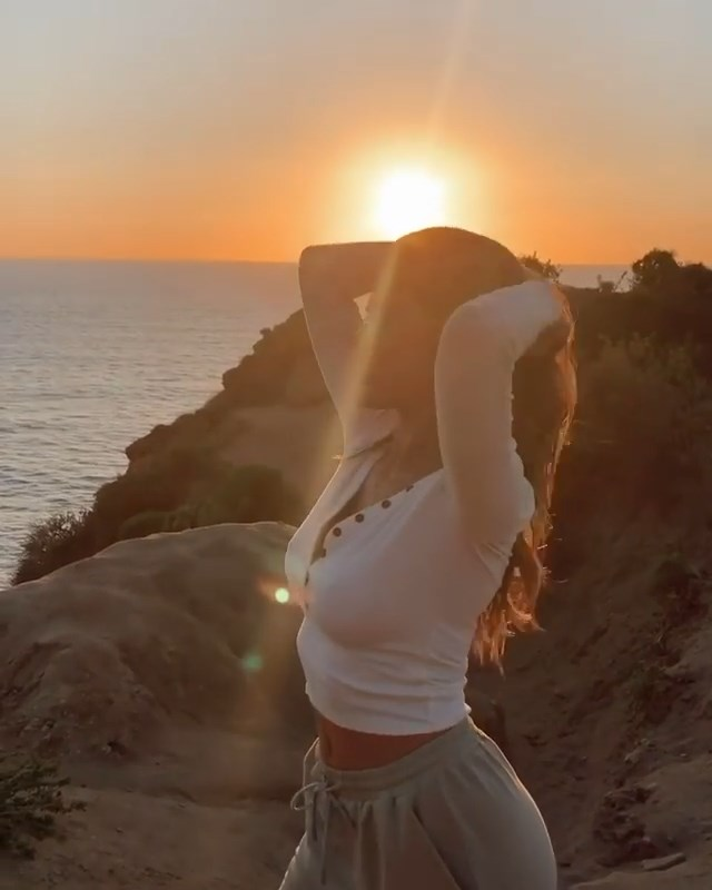 Kara Del Toro Braless (12 Photos + Video)