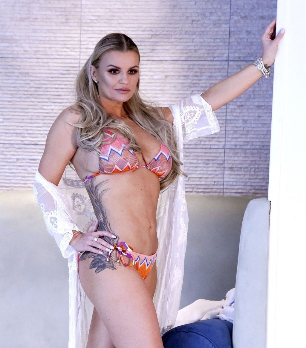 Kerry Katona Proudly Showing Off Her Amazing Weight Loss (13 Photos)