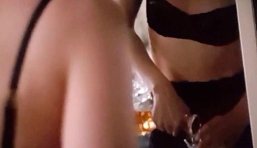 Kristen Stewart Topless (22 Pics)