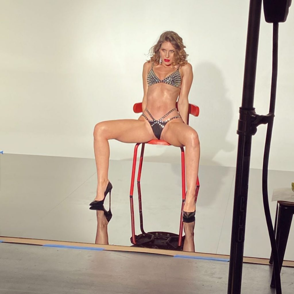 Lauren Bonner Nude & Sexy (13 Photos)