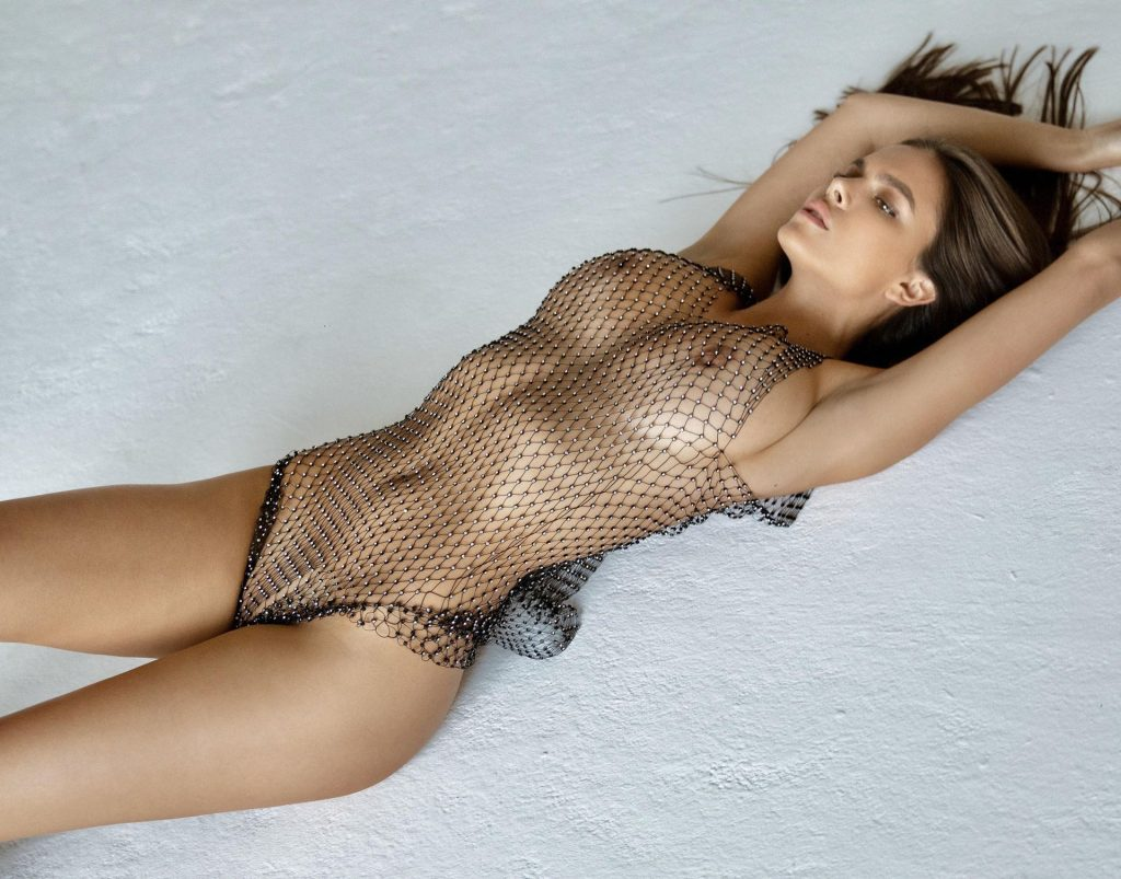 Viki Odintcova Nude (5 Photos)