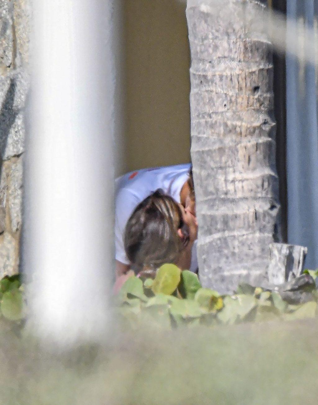 Alexander Zverev Enjoys a Romantic Getaway with His Girlfriend Brenda Patea in Acapulco (18 Photos)