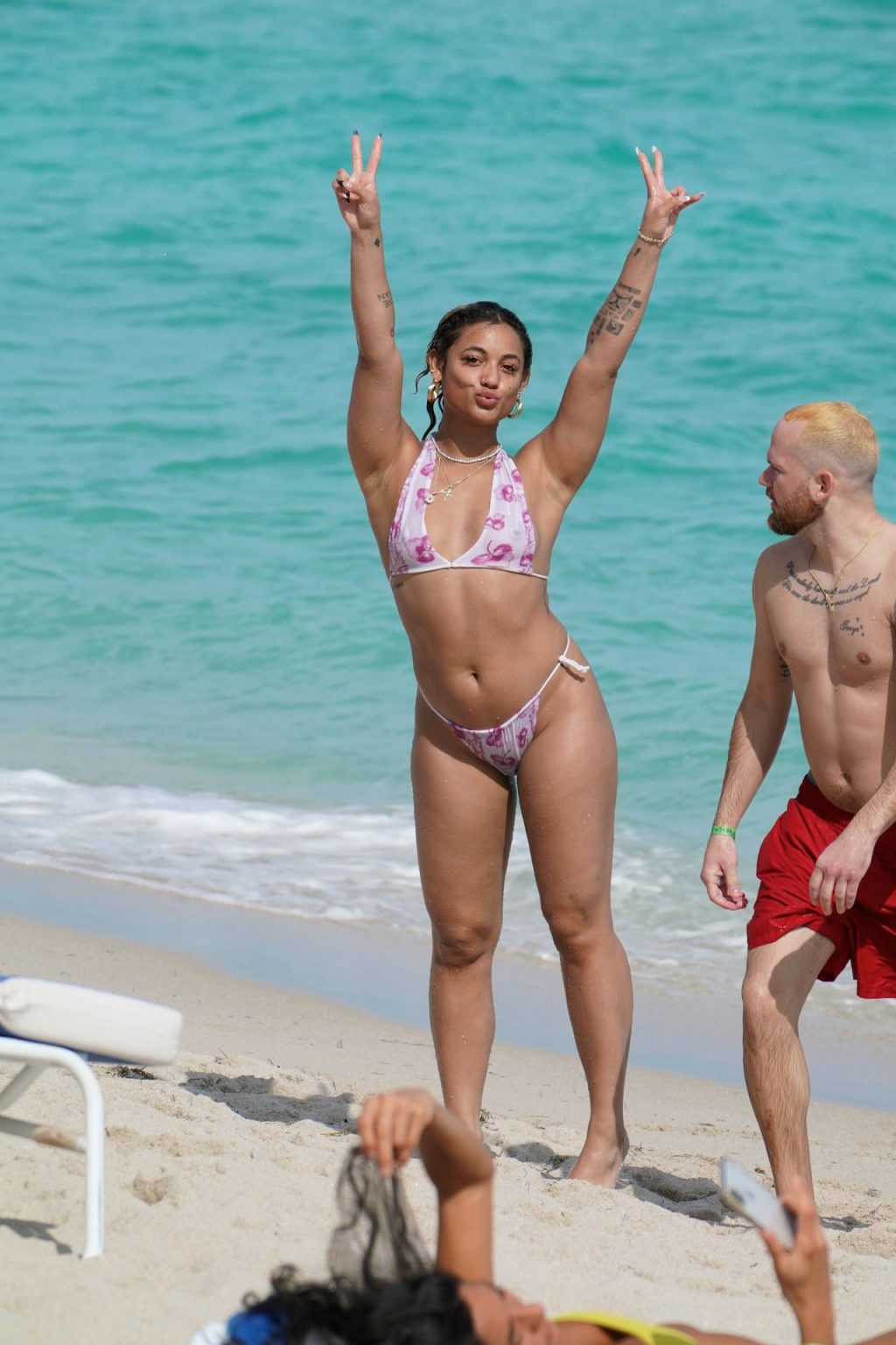 American Singer DaniLeigh Wows In A Bikini At The Beach In Miami (20 Photos)