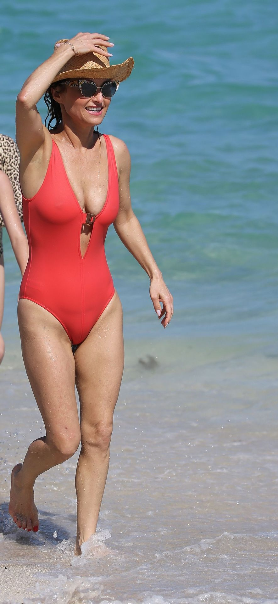 Giada De Laurentiis Show Off Her Curves in a Sexy Pink Swimsuit on the Beach in Miami (52 Photos)