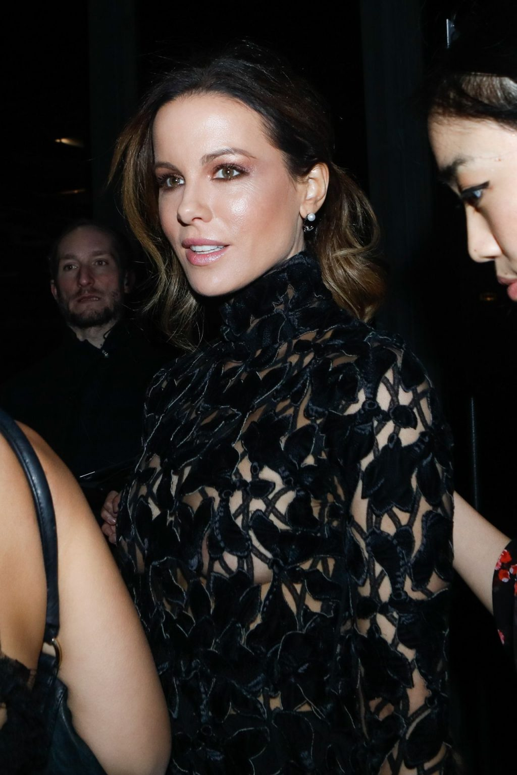 Braless Kate Beckinsale Arrives at PFW (52 Photos)