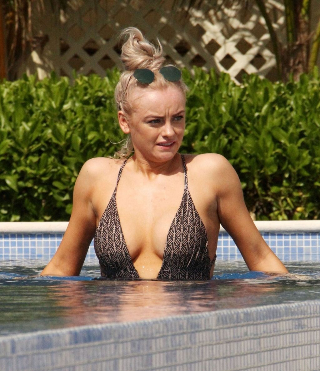 Katie McGlynn Looks Sensational Showing Off Her Sexy Curves (19 Photos)