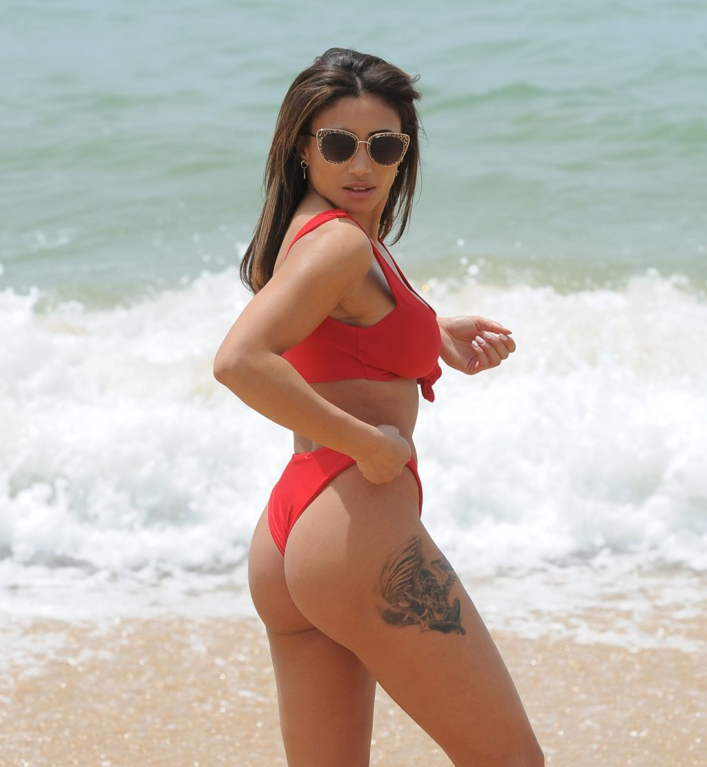 Kayleigh Morris Seen Enjoying A Day On The Beach In Tenerife (23 Photos)