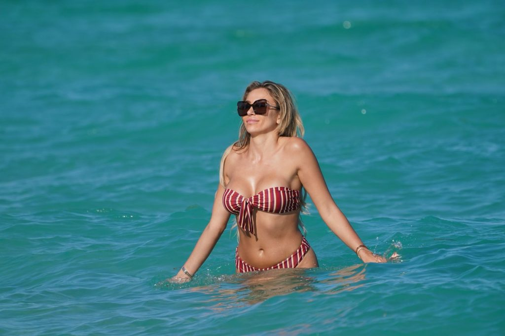 Canadian Model Khloe Terae in a Bikini at the Beach in Miami (13 Photos)