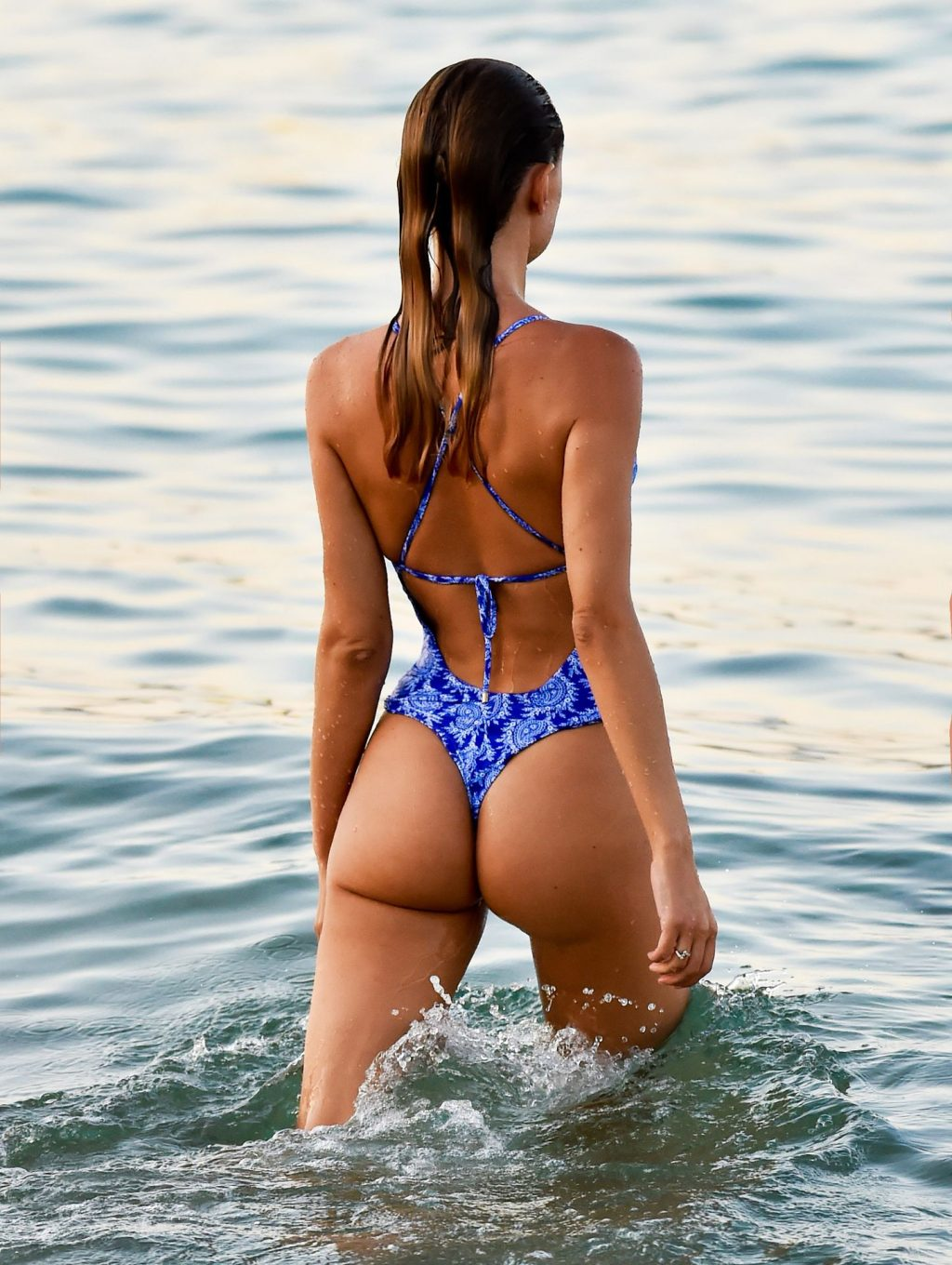 Kimberley Garner Goes For A Evening Dip As She Hits The Beach In Miami (14 Photos)