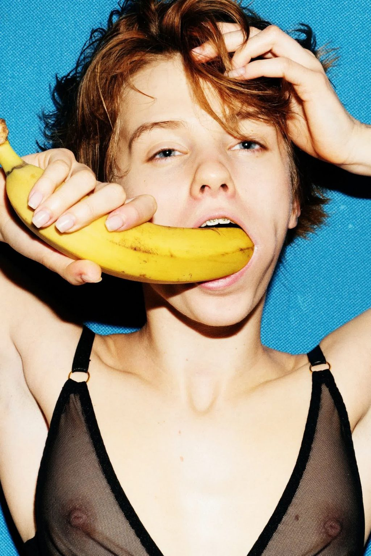 Marta Gromova Nude & Sexy (21 Photos)