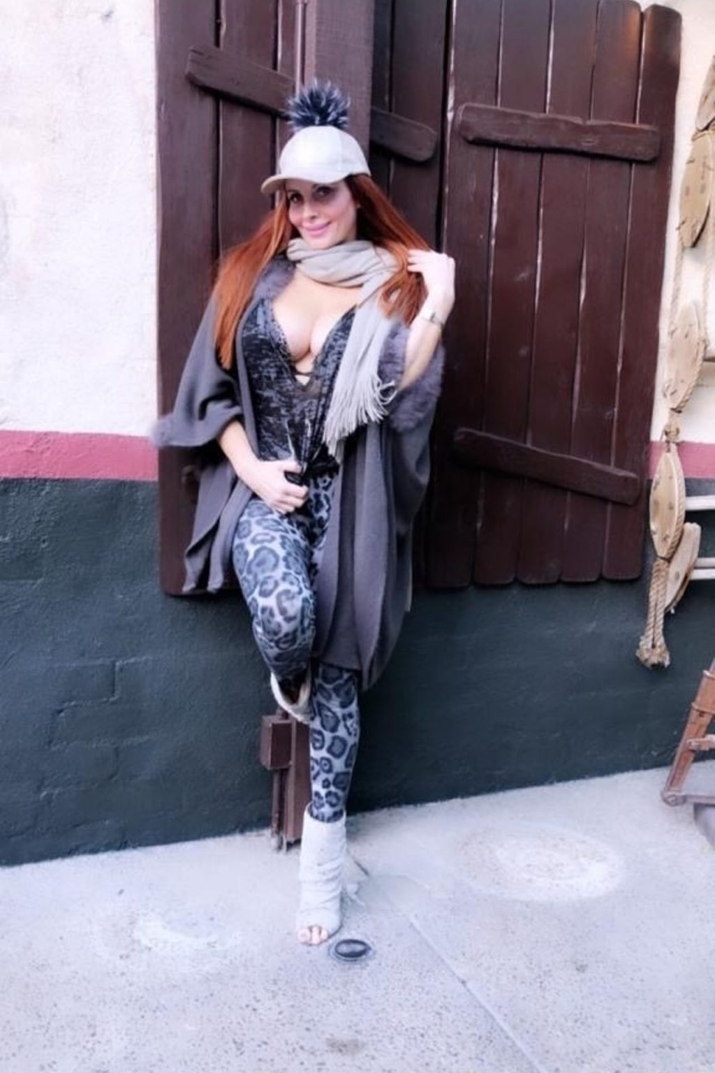 Busty Phoebe Price Enjoys a Day in Beverly Hills (18 Photos)