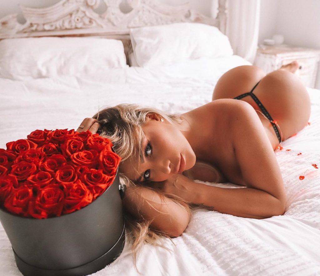 Rosanna Arkle is Ready For Valentine's Day (5 Photos)