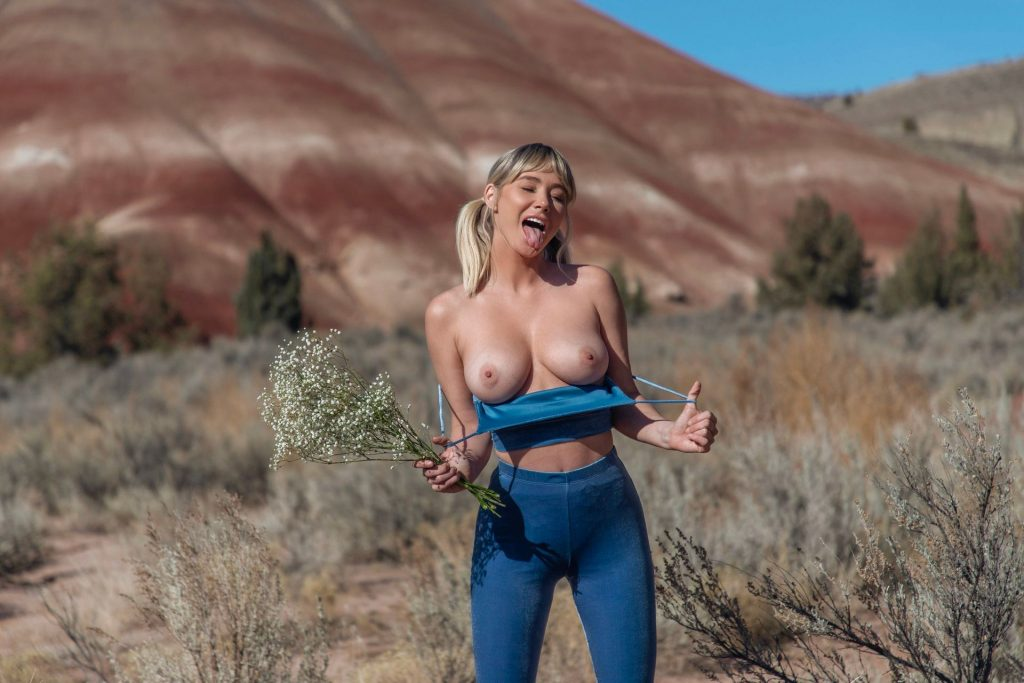 Sara Underwood Topless (1 Happy Photo)