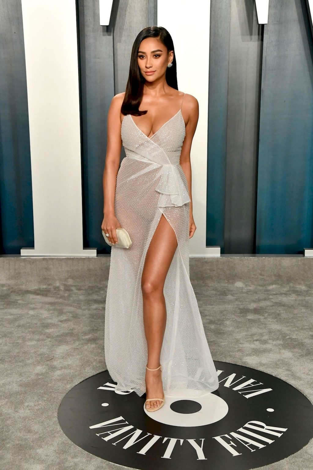 Shay Mitchell Shows Her Cleavage & Sexy Legs at the 2020 Vanity Fair Oscar Party (42 Photos + Video)