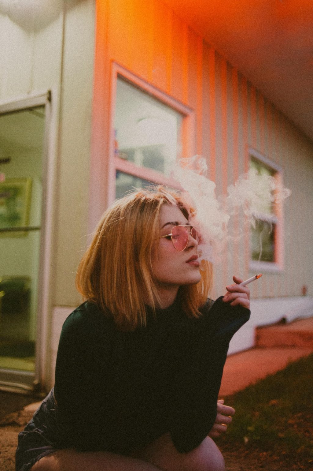 Brit DiMattia Earns $1000 Per Month from SMOKING (15 Photos)