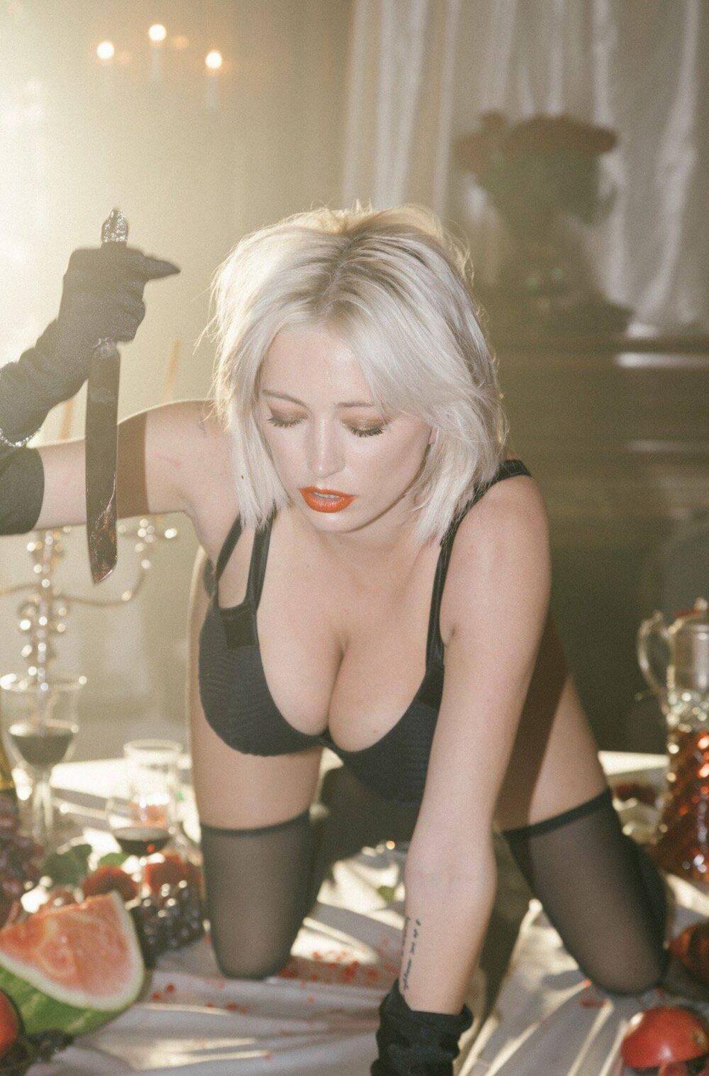 Caroline Vreeland Shows Her Big Boobs for Flaunt Magazine (7 Photos)