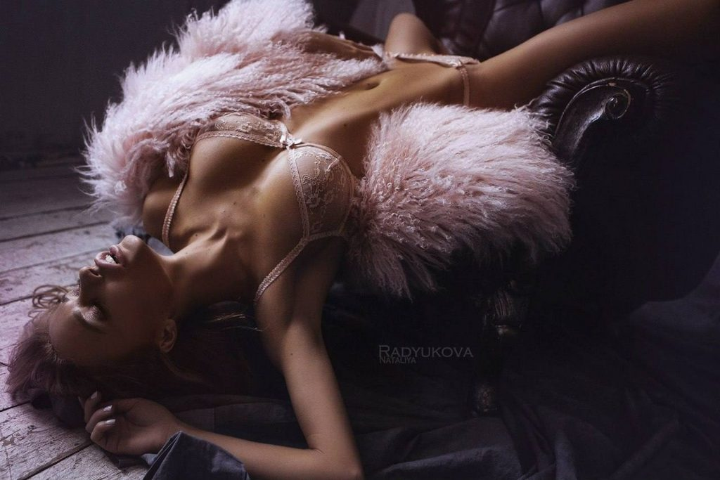 Ekaterina Zueva Nude & Sexy (12 Photos)