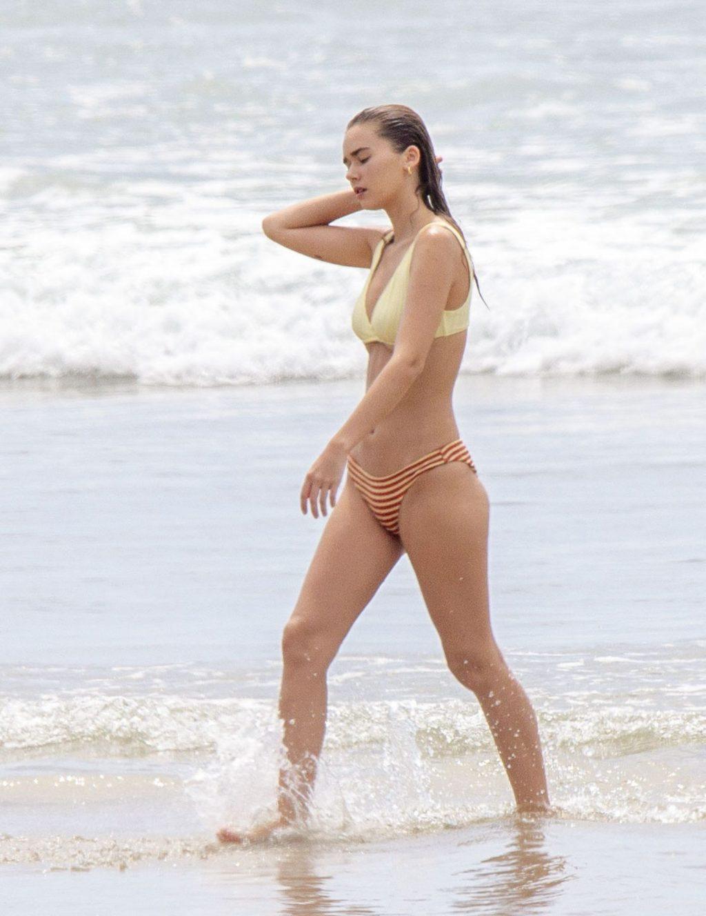 Gabriella Brooks Is Spotted On A Byron Bay Beach (25 Photos)
