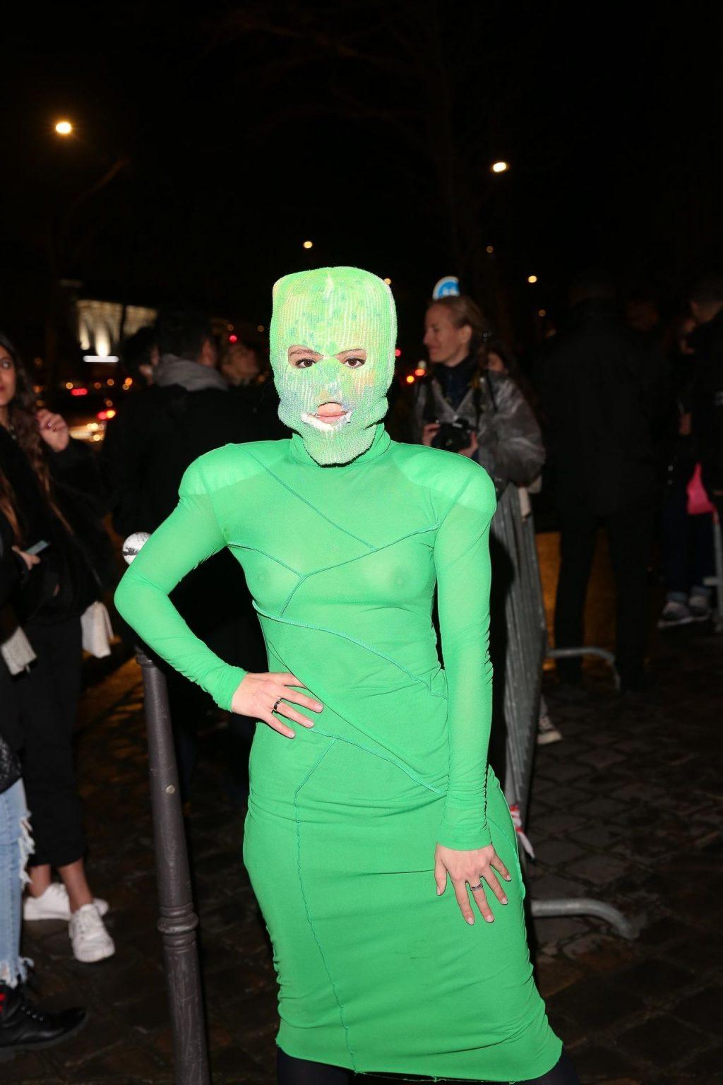 Guest Arrives for the Hermes Fashion Show in Paris (5 Photos)