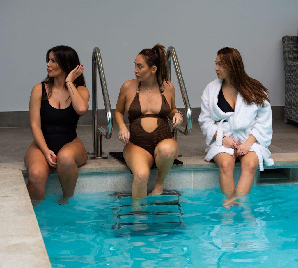 The Goodman Sisters Chloe, Lauryn and Amelia Are Spotted at a Pregnancy Wellness Retreat in Essex (37 Photos)