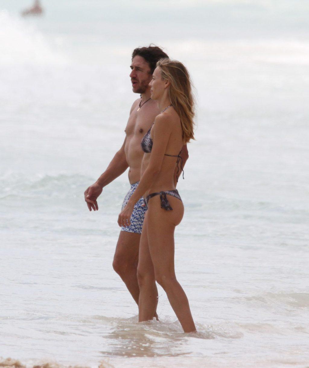Carles Puyol Enjoy a Family Vacation with Vanesa Lorenzo in Mexico (36 Photos)