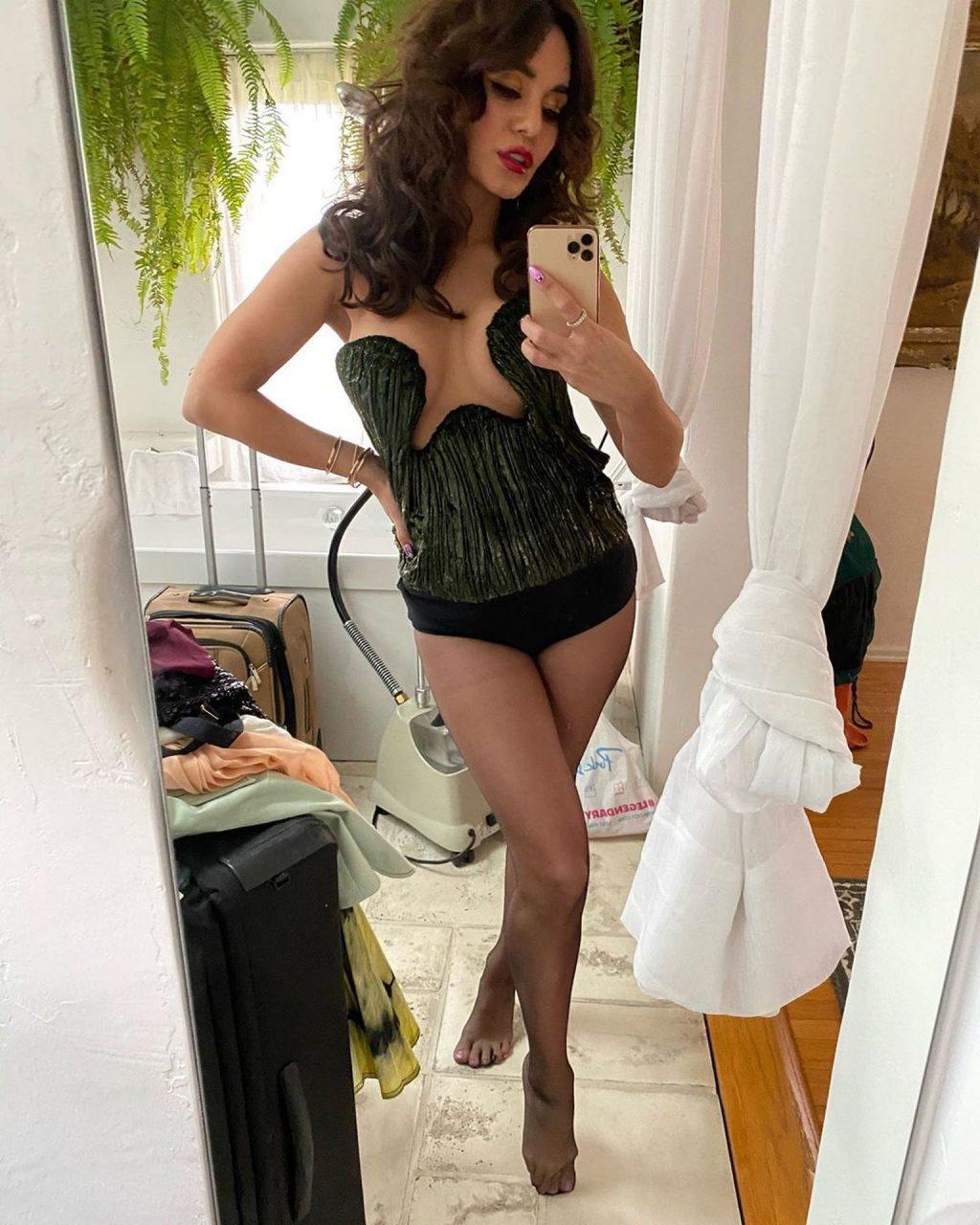 Vanessa Hudgens Shows Her Tits (3 Photos)