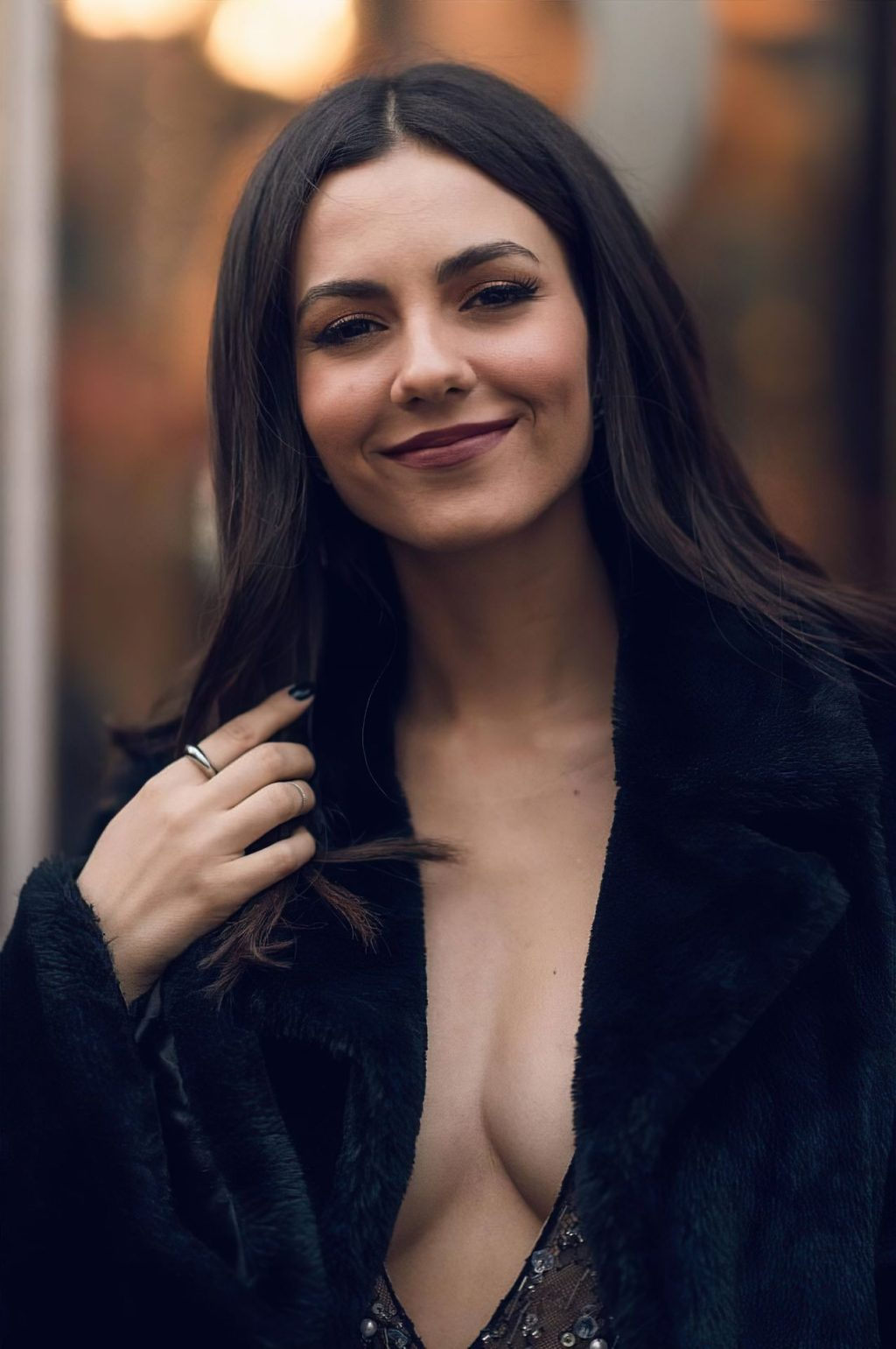 Victoria Justice Shows Her Tits in New York (3 Photos)