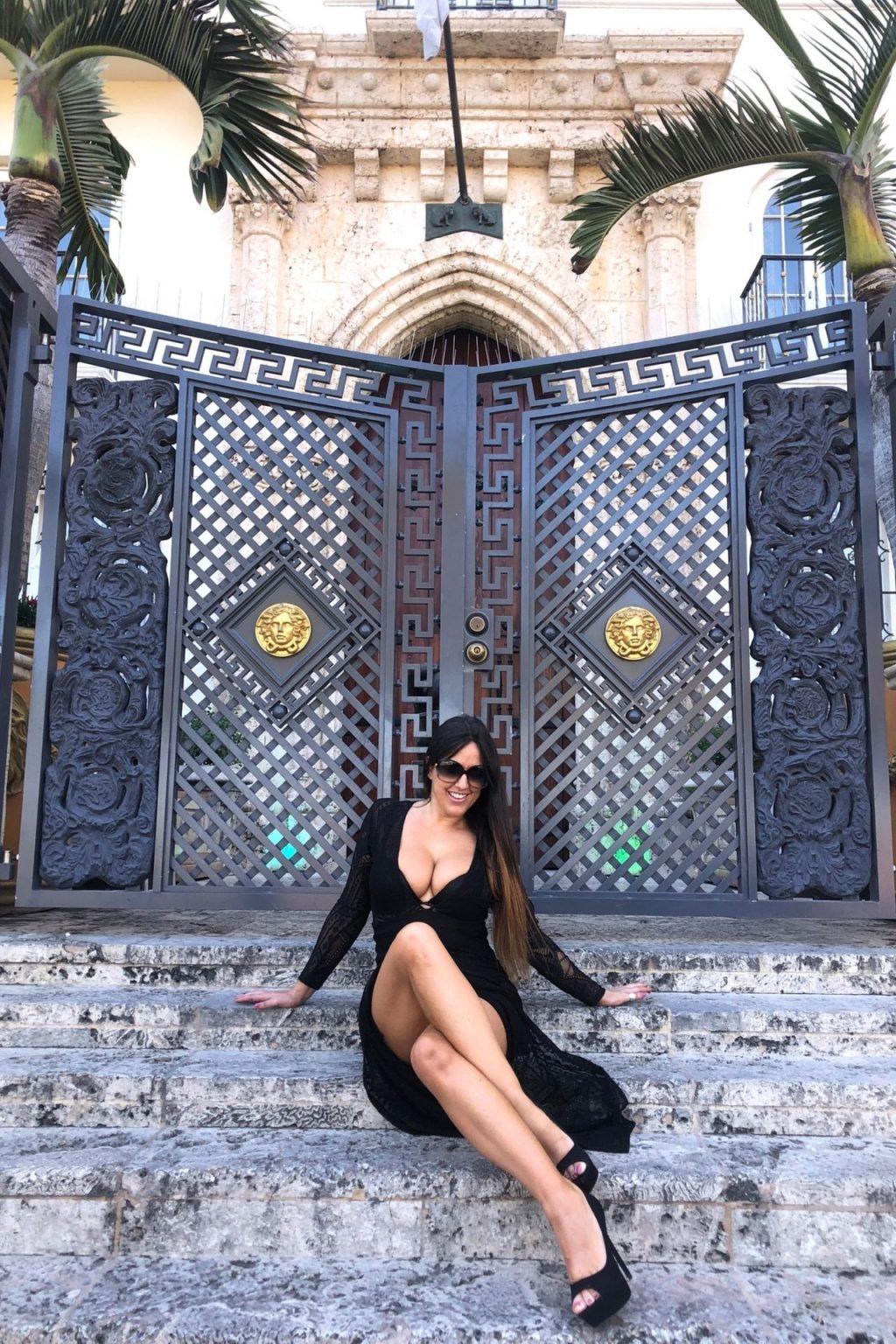 Claudia Romani Poses by SoBe Landmark (16 Photos)