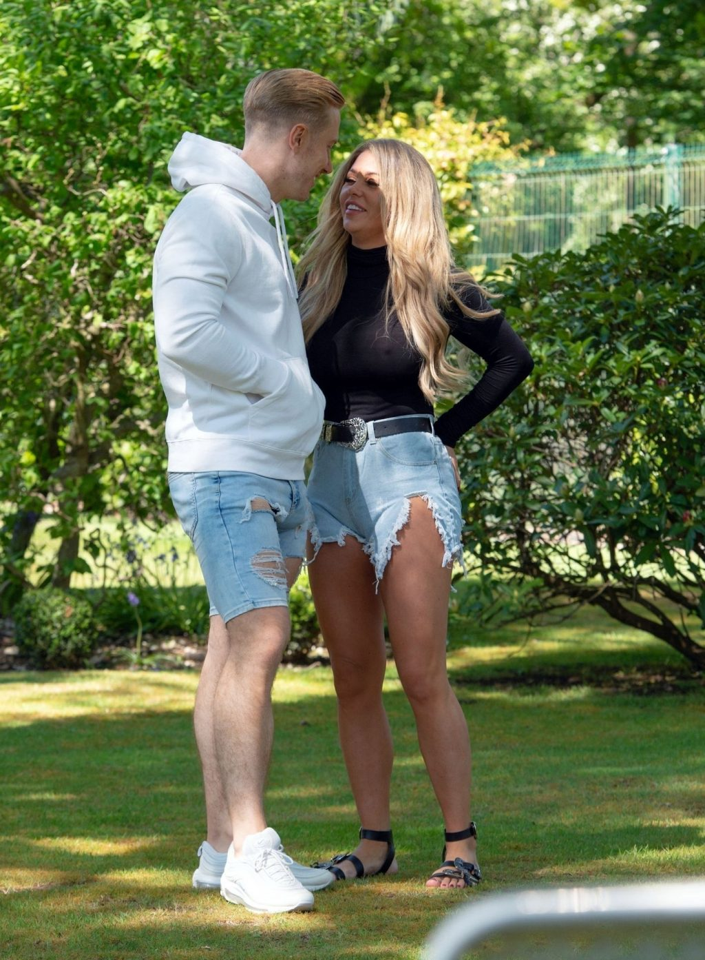 Bianca Gascoigne & Kris Boyson are Seen in Their Local Park in Kent (12 Photos)