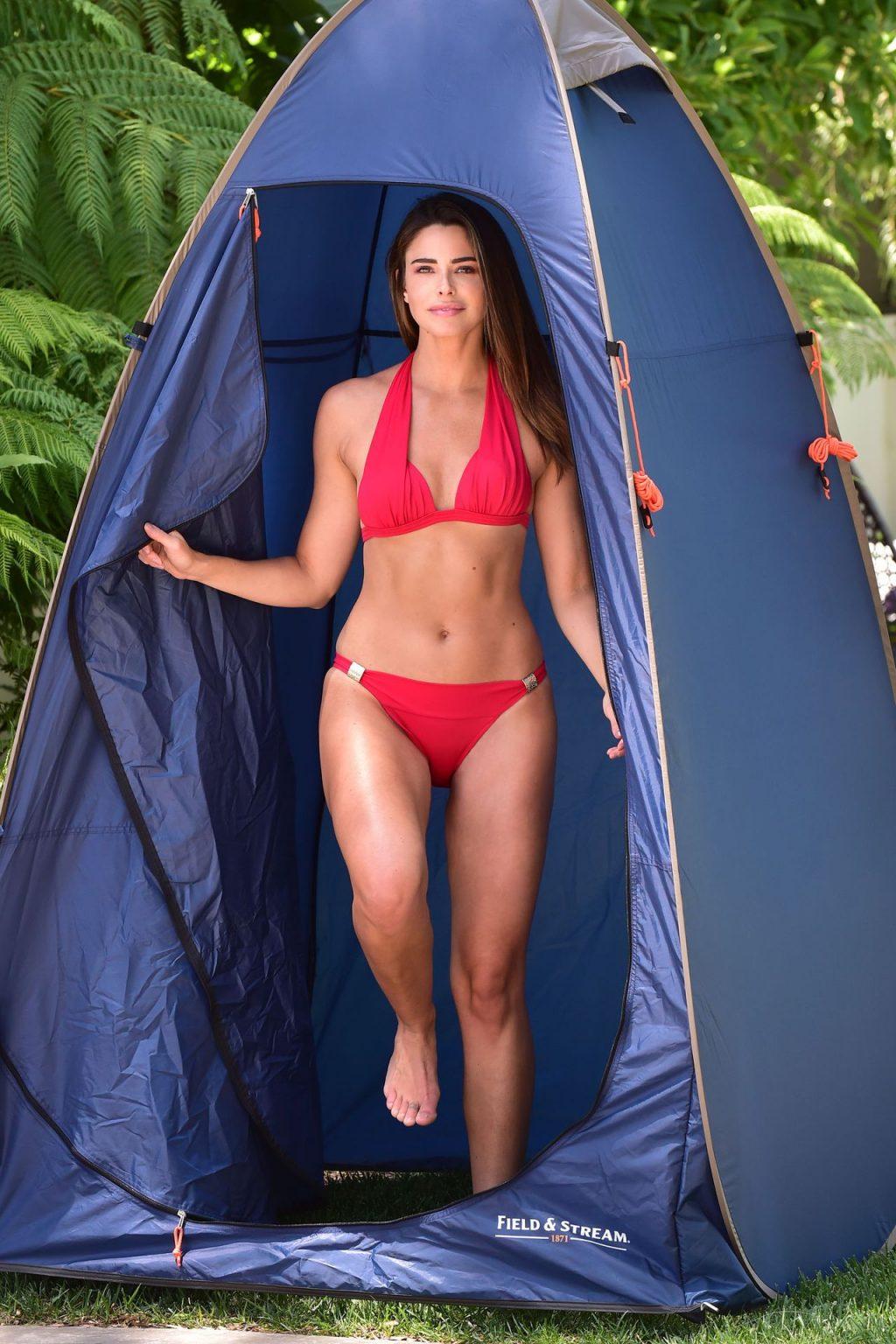 Jennifer Lahmers Shows Off Her Sexy Bikini Body (15 Photos)