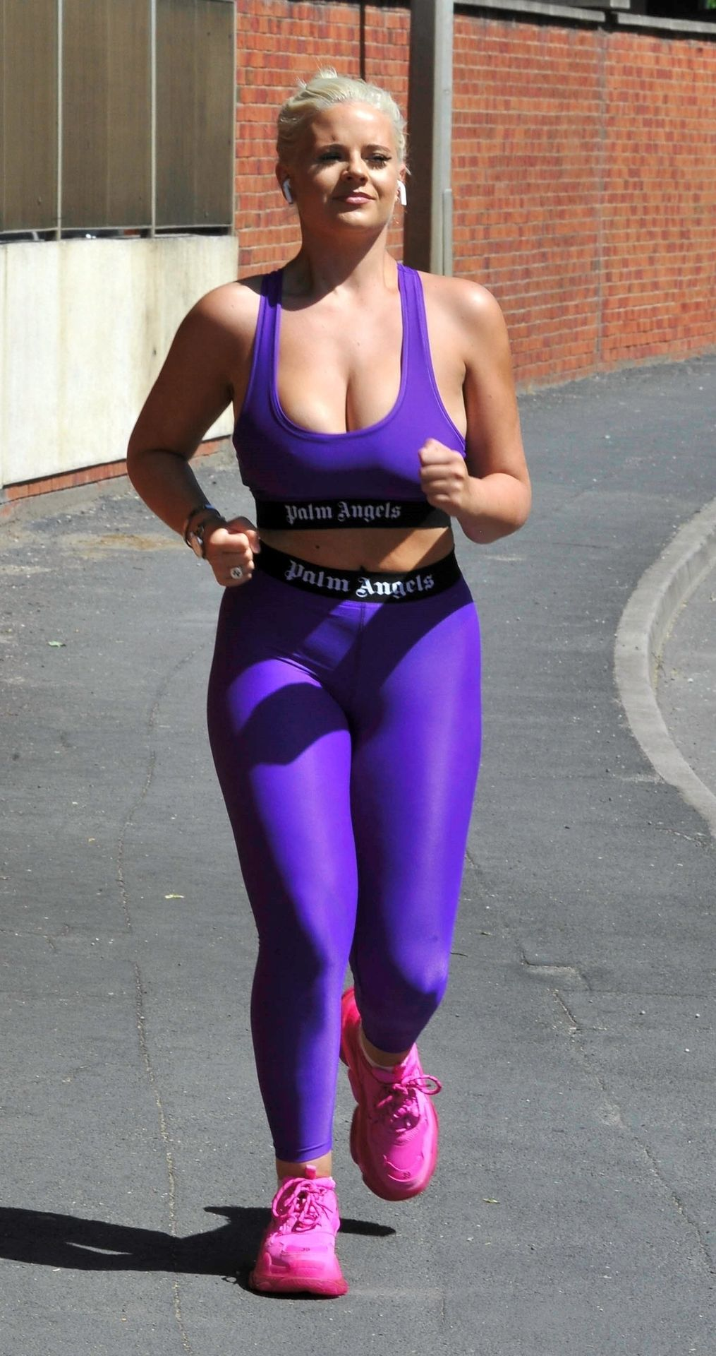 Apollonia Llewellyn Is Pictured Working Out in the Park (17 Photos)