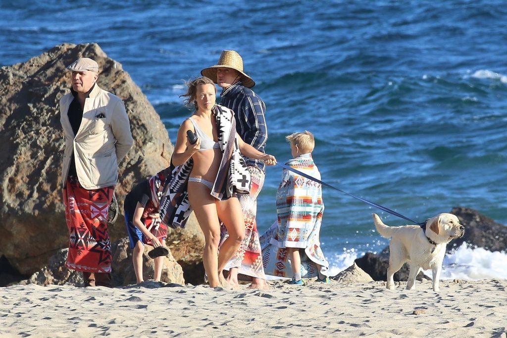 Caroline Lindqvist, Owen Wilson & Billy Zane Enjoy a Day Together (4 Photos)