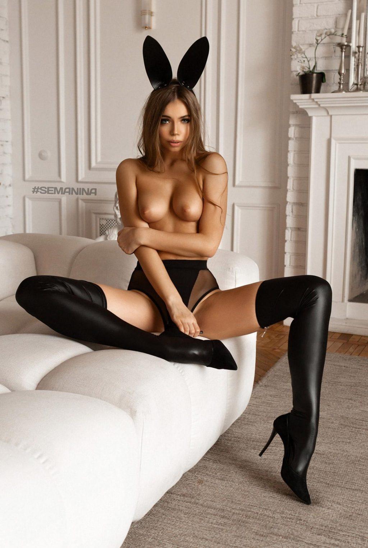 Liza Vaiss Nude & Sexy (7 Photos)